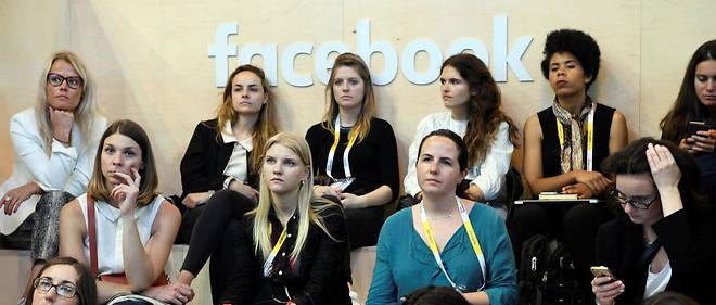 Des femmes à une conférence donnée par Facebook lors de l'édition 2019 du salon VivaTech à Paris.