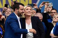 Avant-dernière oratrice de ce grand rassemblement des souverainistes, Marine Le Pen a prêté symboliquement l'hymne français de la Marseillaise à ses alliés en affirmant que «le jour de gloire» des patries était «arrivé».