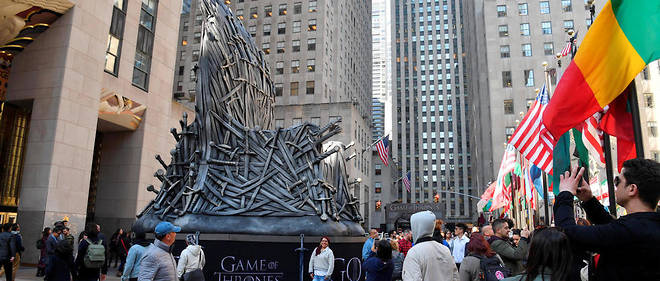 Un trône de fer géant a été installé à New York pour la diffusion de la huitième et dernière saison de la série.