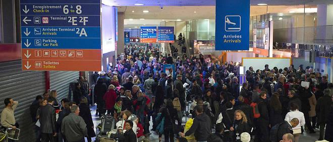 L'action entamée vers 14 heures s'est achevée environ deux heures plus  tard, selon La Chapelle debout ! qui entendait dénoncer « les pressions »  sur le personnel d'Air France et sur les passagers qui s'opposent aux  expulsions.