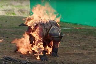 Les équipes de HBO ont mis en place un processus très précis pour les cascadeurs chargés de brûler à l'écran.