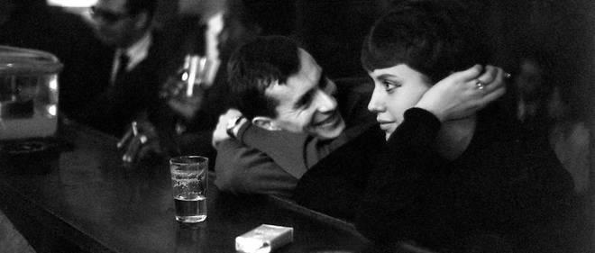 Le bon temps : un couple d'amoureux dans un café parisien au début des années 60.