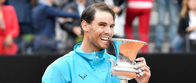 Rafael Nadal remporte le Masters 1000 de Rome, grâce à sa victoire contre Novak Djokovic (6-0, 4-6, 6-1).