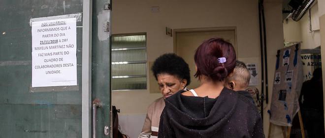 «Nous vous informons que le docteur Mayelin Martinez ne travaille plus dans ce centre à partir du 23 novembre 2018», peut-on lire à l'entrée de ce centre médical à Itaquaquecetuba, à São Paulo.