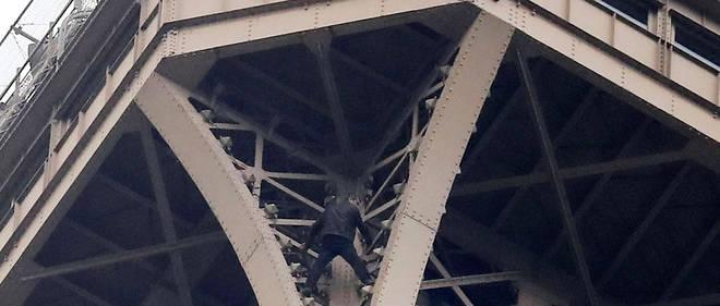 La société d'exploitation de la tour Eiffel recommande aux visiteurs de «reporter leur visite (...)pour éviter une trop longue attente».