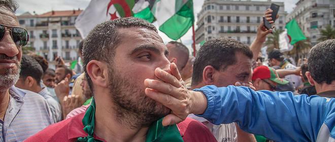 Face aux manifestants déterminés, l'armée dit non aux revendications.