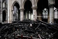 L'intérieur de Notre-Dame après l'incendie.