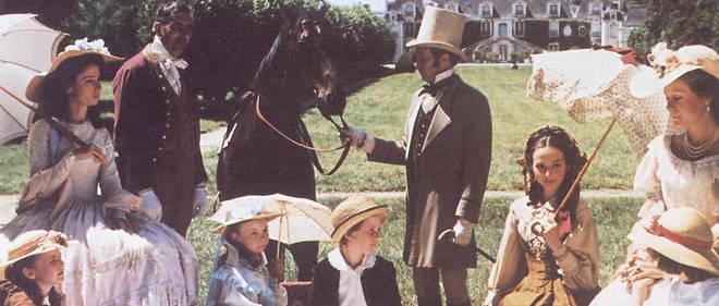 Scène de pique-nique lors du tournage du téléfilm « Les Malheurs de Sophie» de Jean-Claude Brialy.