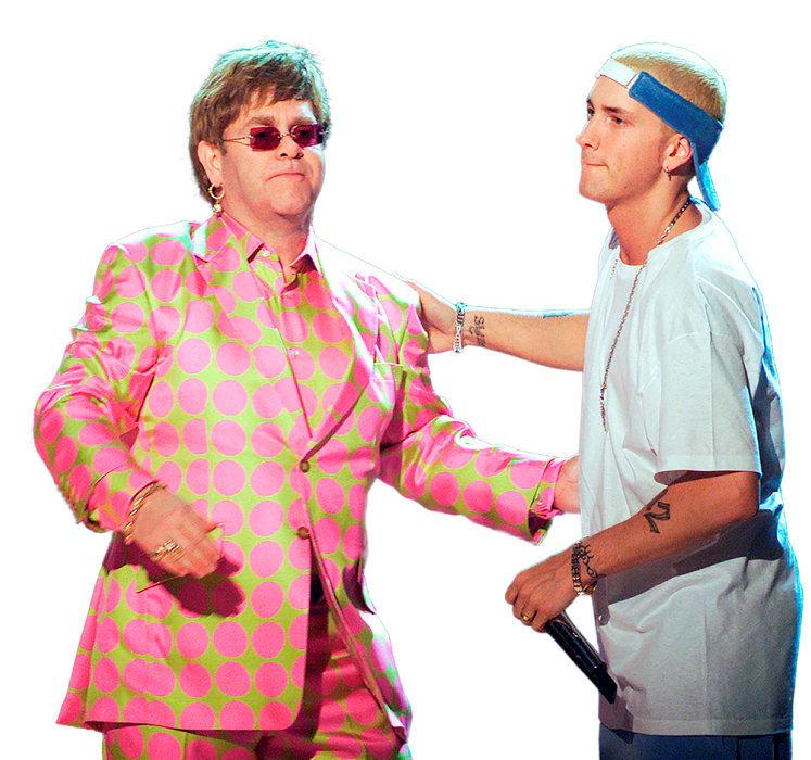 Chacun son style. Elton John et Eminem chantent en duo aux Grammy Awards, en 2001.