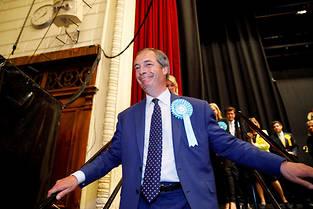 <p>Nigel Farage tout sourire après les résultats.</p>