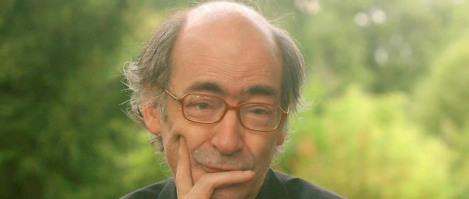 L'auteur français François Weyergans pose le 27 août 2006 à Chanceaux-près-Loches, lors de la 11e édition de la manifestation littéraire «La forêt des livres».