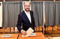 Dans les deux elections, federales et europeennes, le MR (Mouvement reformateur) de Charles Michel s'est classe en 7e position avec quasiment le meme score (7,59 % et 7,56 %).