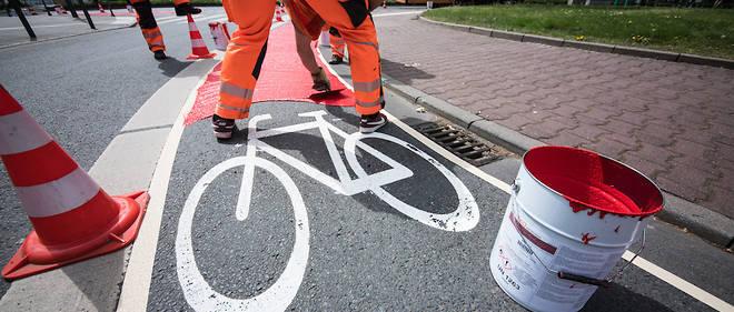 L'explosion du vélo a multiplié les dangers, notamment la nuit, et des pratiques à risque dans un environnement pas aussi bien aménagé qu'ici.