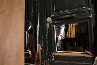 <p>Le 5 janvier, lors du huitième samedi de mobilisation des Gilets jaunes, des manifestants avaient enfoncé les portes en bois du ministère de Benjamin Griveaux, juchés sur un chariot élévateur.</p>
