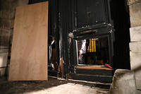 Le 5 janvier, lors du huitieme samedi de mobilisation des Gilets jaunes, des manifestants avaient enfonce les portes en bois du ministere de Benjamin Griveaux, juches sur un chariot elevateur.