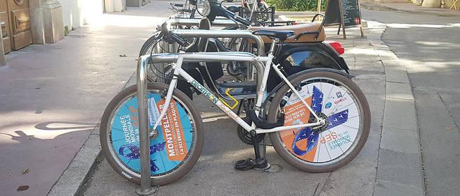 À Montpellier, l'Opéra Comédie, le CHU et l'entrée du site Sanofi ont été décorés du ruban bleu, devenu le symbole du soutien aux personnes vivant avec une SEP et à leur entourage. Des vélos ont été associés à l'événement.