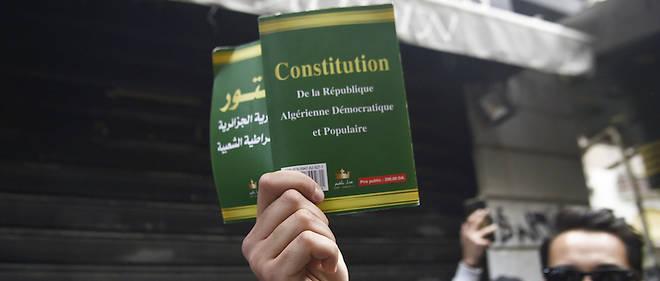 L'élection présidentielle algérienne qui était prévue le 4 juillet prochain n'aura pas lieu, selon le Conseil constitutionnel, qui a rejeté les deux candidatures déposées.