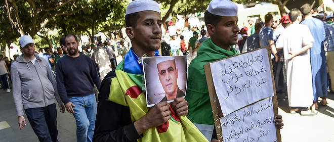Les manifestations se multiplient pour la libération des prisonniers d'opinions. Ici, pour Kamel Eddine Fekhar malheureusement décédé après une grève de la faim en cette fin de mois de mai.