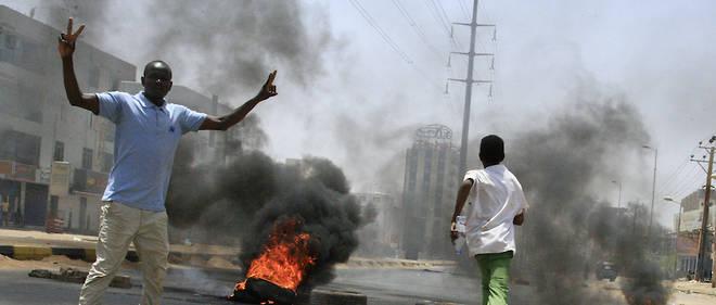 Vers la mi-journée, les forces de sécurité contrôlaient la quasi-totalité du camp, chassant les manifestants et bouclant la zone.