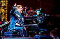 Elton John sur scène en Italie en 2018.