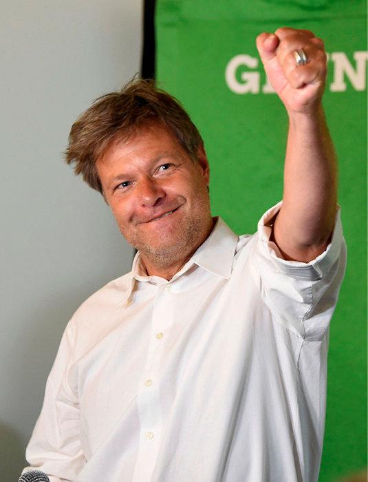 Conquérant. Son parti, Die Grünen,  a recueilli 20,5% des voix aux européennes. Un record. «Pour le moment, il faut retenir son souffle», concède Robert Habeck, qui est devenu la personnalité politique préférée des Allemands derrière Angela Merkel.