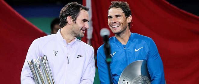 Roger Federer et Rafael Nadal tout sourire à l'issue du Masters de Shanghai en octobre 2017. Ce vendredi à Paris, ils s'affronteront pour la 39e fois de leur carrière.