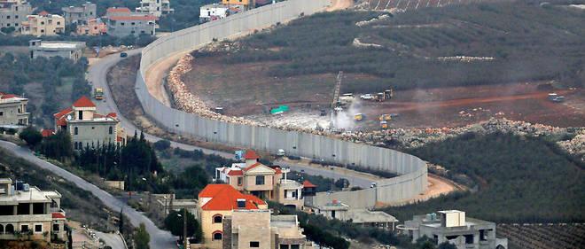 À l'œuvre à droite du mur de sécurité séparant Israël du Liban, les pelleteuses de l'armée israélienne ont débusqué une dizaine de « tunnels d'attaque » du Hezbollah en décembre 2018.