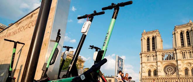 Des trottinettes électriques à Paris.