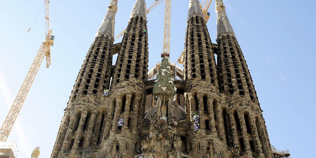Barcelone 137 Ans Après La Sagrada Familia A Son Permis De Construire Le Point