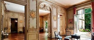 Dans le 8 e arrondissement de Paris, cet hôtel particulier de 550m 2 s'est vendu près de 10millions d'euros.