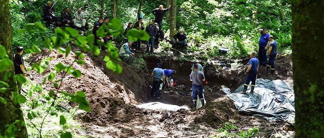 Les corps ont été transférés à Sarajevo où des tests ADN devraient permettre de les identifier.