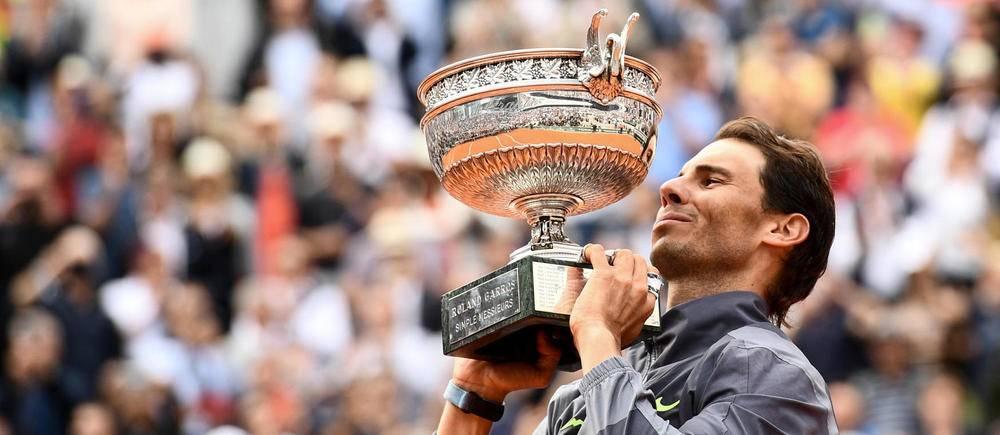 Rafael Nadal remporte son douzième Roland-Garros en surclassant Dominic Thiem (6-3, 5-7, 6-1, 6-1).