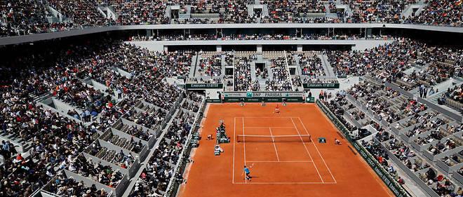 Le court Philippe-Chatrier pendant la rencontre entre Novak Djokovic et Dominic Thiem.