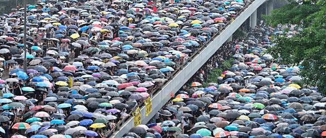 Des milliers de personnes ont manifesté dans la rue à Hong Kong, mercredi 12 juin 2019.