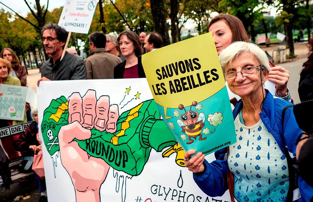 Mobilisés. Manifestation contre l'usage du glyphosate et des pesticides dans l'agriculture, à Paris, le 13septembre 2018.