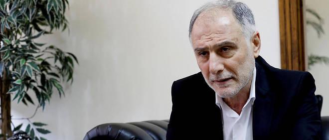 Mohammad Fneich, ici dans son bureau du ministère libanais de la Jeunesse et des Sports, est un des premiers militants du Hezbollah à être entré en politique, en devenant député en 1992.