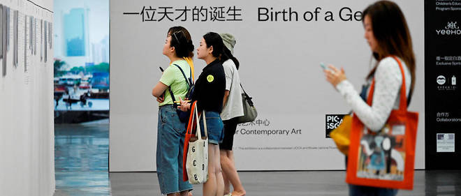 "This picture taken on June 14, 2019 shows people visiting an exhibition named ""Picasso Birth of a Genius ""at an art gallery in Beijing. (Photo by WANG ZHAO / AFP) / RESTRICTED TO EDITORIAL USE - MANDATORY MENTION OF THE ARTIST UPON PUBLICATION - TO ILLUSTRATE THE EVENT AS SPECIFIED IN THE CAPTION"