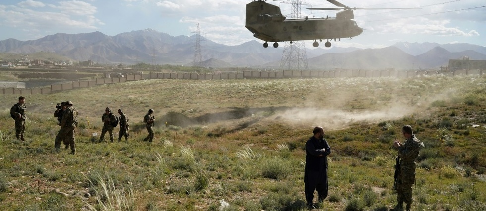 Sous pression americaine, l'armee afghane ferme progressivement ses positions isolees