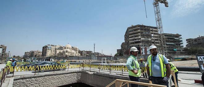 Photo d'avril 2018 montrant la station Héliopolis du métro en construction.