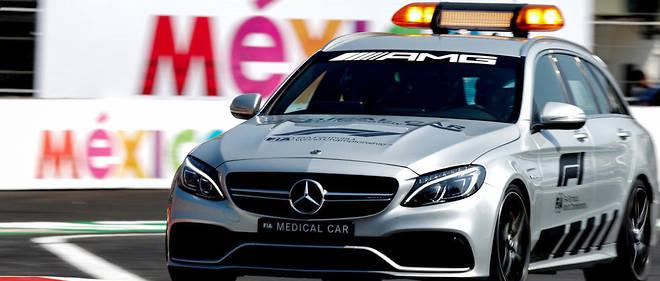 Medical car (Mercedes AMG C 63 S Break V8-R)lors d'une intervention.