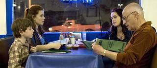 Les sorties familiales au restaurant seraient-elles mieux vues aux États-Unis qu'en France ?