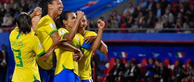 La brésilienne Marta célèbre son but contre l'Italie, le 18 juin 2019.