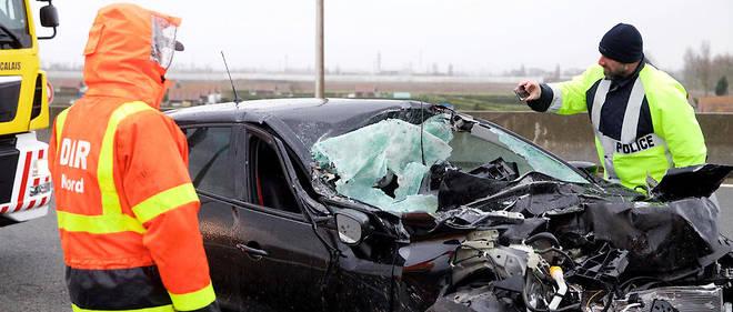 Calais, le 12 mars 2019. Un miraculé dans un accident avec un camion sur l'A16 à hauteur de la sortie Jardiland dans le sens Dunkerque.