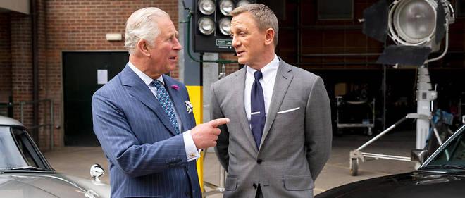 Le prince Charles est venu saluer Daniel Craig sur le tournage, le 20 juin 2019.