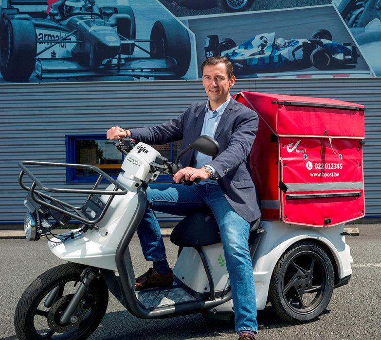 Héritage. François Ligier, patron de Ligier, au guidon du Pulse3, à Vichy, le 6juin: «Notre métier, c'est de fabriquer un engin de mobilité en petite série. Comme la F1!»