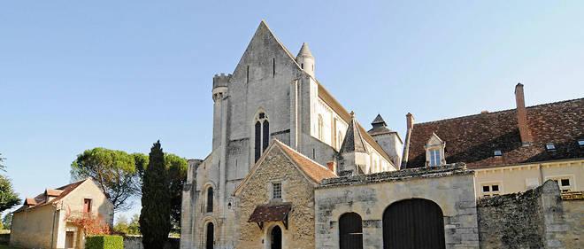 Vue de Notre-Dame de Fontgombault en Indre-et-Loire.