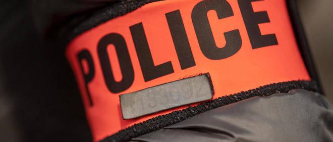Selon le syndicat Alliance, une trentaine de jeunes cagoulés ont pris d'assaut le commissariat de Val-de-Reuil (Eure) dans la nuit de jeudi à vendredi.