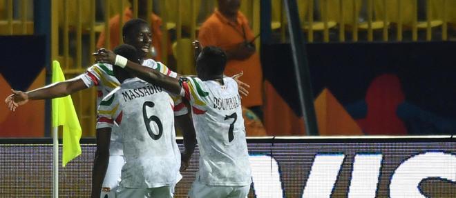 Le Mali termine en tête du groupe E et se qualifie pour les huitièmes de finale.