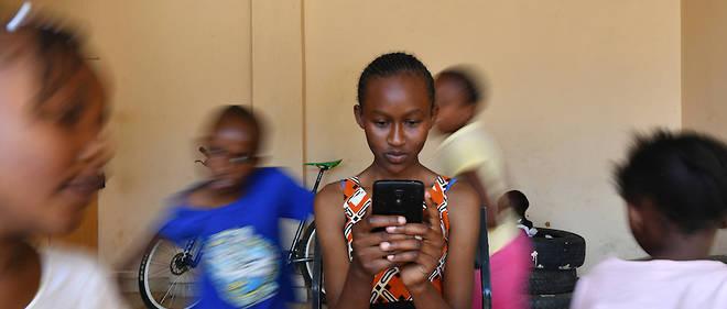 Exemple d'une start-up dans le secteur de l'éducation avec Eneza education. La plateforme a pour objectif de proposer un enseignement par SMS ou par Internet pour la population rurale.