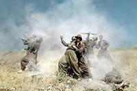 « Théâtre de guerre », 2012, d'Émeric Lhuisset, avec un groupe de guérilla kurde, en Irak.